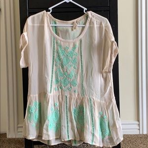 Tops - Pretty embroidered blouse